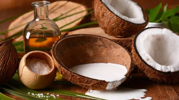 Coconut milk to control hair loss