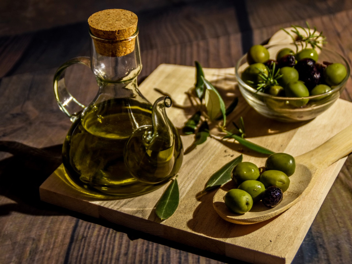 Olive oil and the cardiovascular system